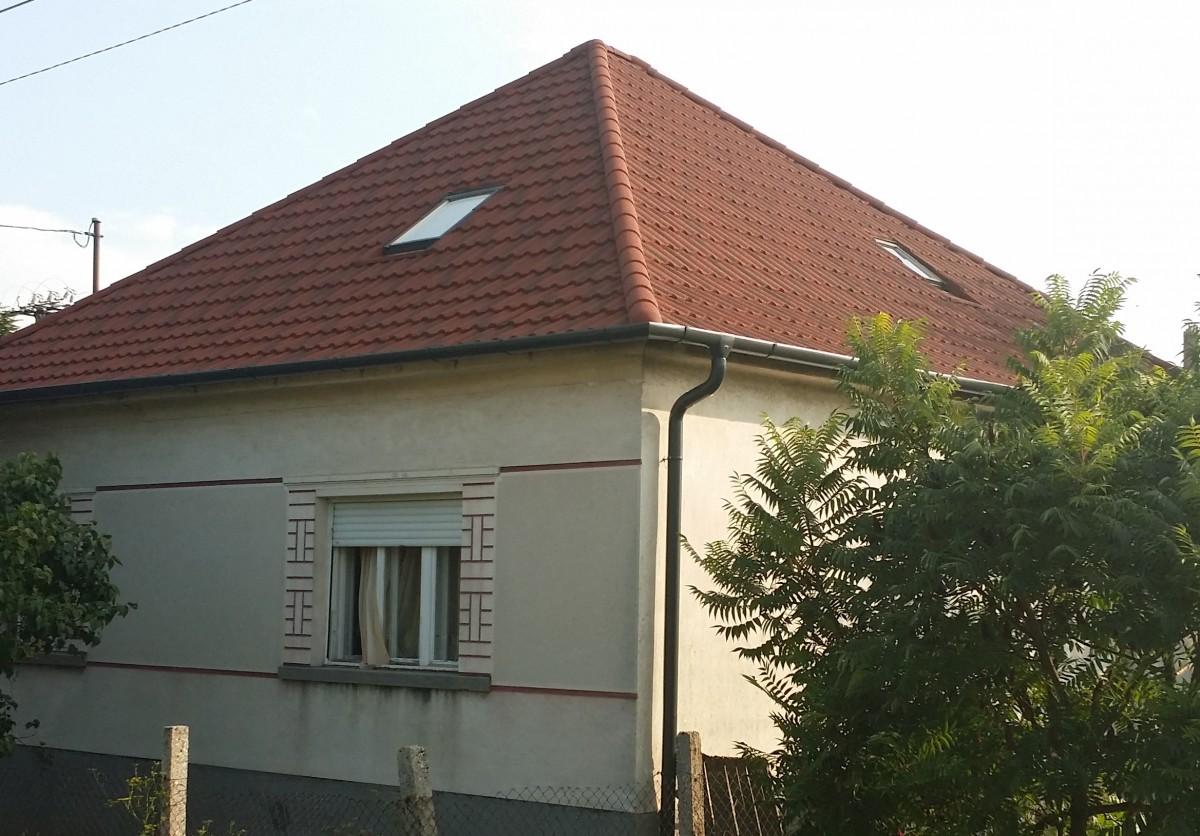 Sátortetős ház